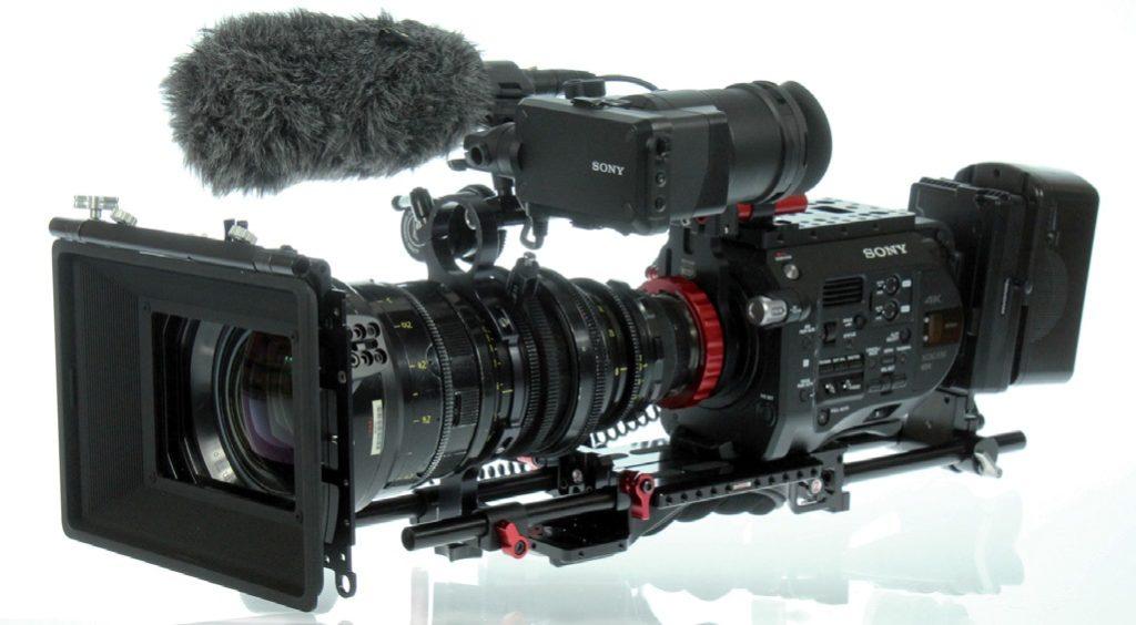 FS7 mit PL-Fassung, Zoom und Objektivstütze