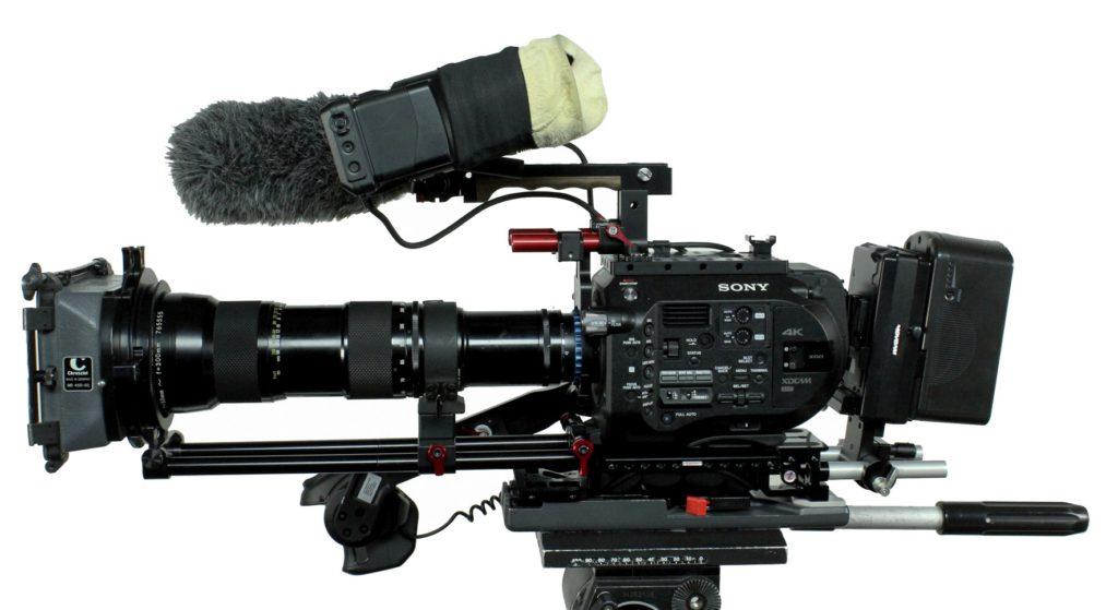 FS7 mit Nikon-Zoom 50–300mm und Objektivstütze