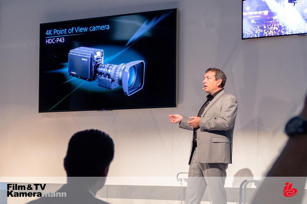 Michael Harrit, Marketingleiter für AV & Media Solutions, stellt die HDC-P43 vor.