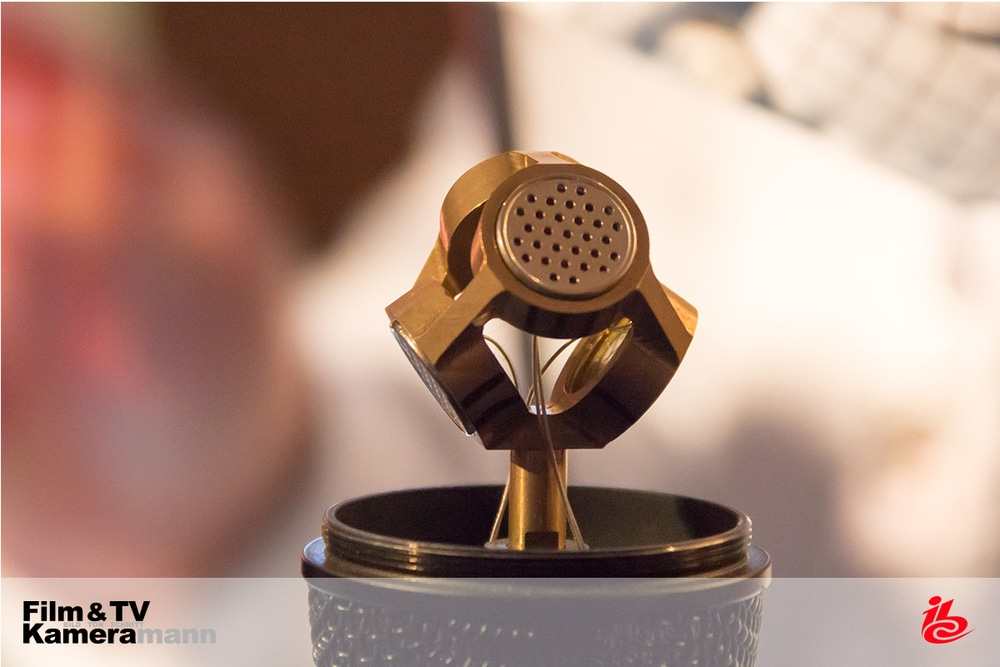 Vier Kapseln im Tetraeder ermöglichen das Erfassen des Raumklangs beim Sennheiser Ambeo