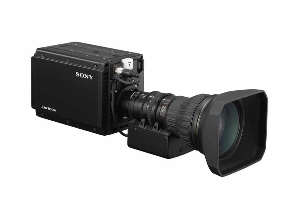 Die Sony HDC-P43, hier mit fernsteuerbarem Zoomobjektiv