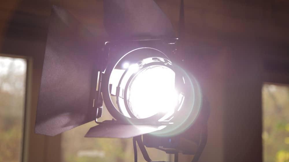 Scheinwerfer am Filmset