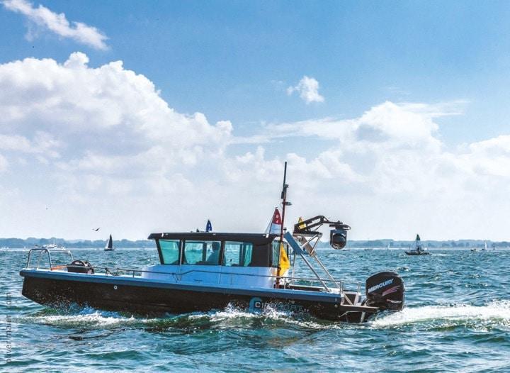 Das Axopar 28 mit Cineflex-System in der Travemünder Bucht.