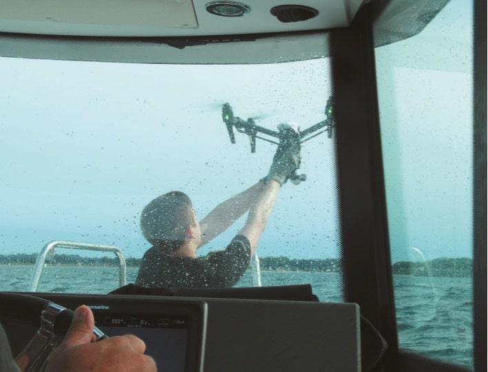 Landung in die Hände: Die DJI Inspire kehrt wohlbehalten an Bord zurück.