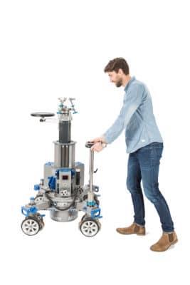 Der teleskopierbare Lenker kann in der Höhe verstell werden und so entsprechend der Körpergröße des Nutzers angepasst werden.