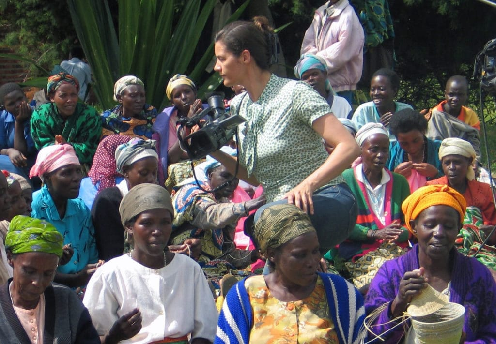 Kamerafrau Kirsten Johnson bei den Dreharbeiten.