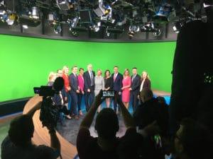 """Das Team hinter der """"neuen"""" Rundschau im Bayerischen Rundfunk im modernisierten Studio."""