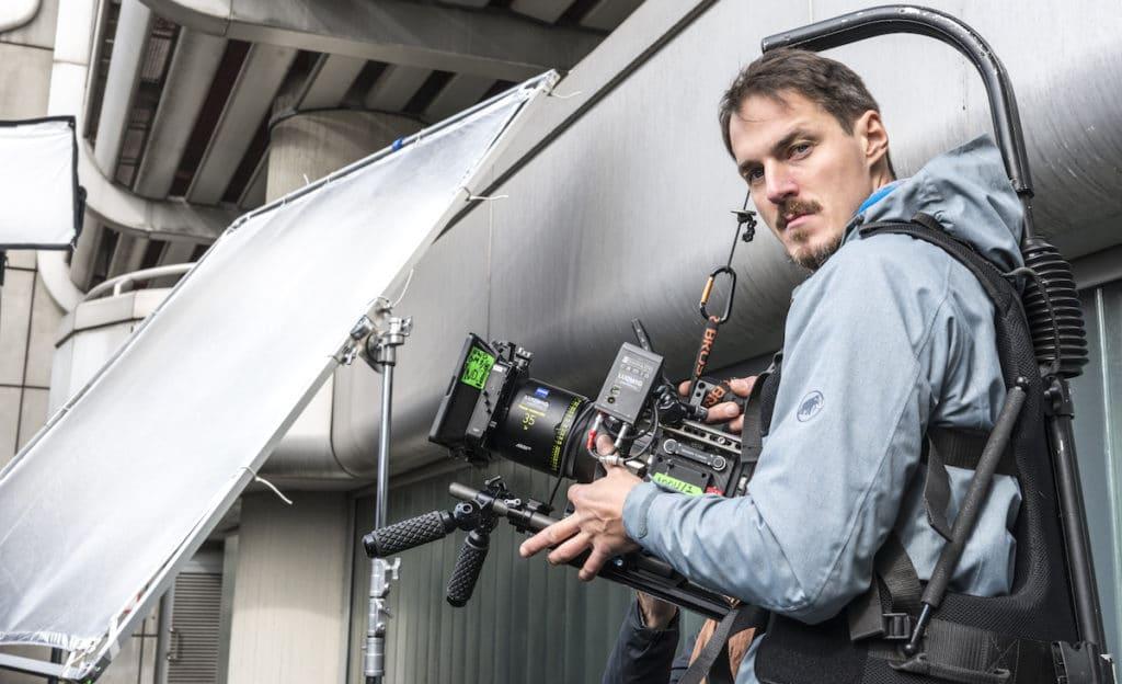 """Christoph Iwanow ist DoP und Steadicam-Operator. 2016 übernahm er bei dem ARD-Film """"Prinz Himmelblau und Fee Lupine"""" erstmals die Bildgestaltung bei einem Langfilm. Als zweiter Kameramann und Steadicam-Operator drehte er beispielsweise """"Magical Mystery"""" und """"Schubert in Love""""."""