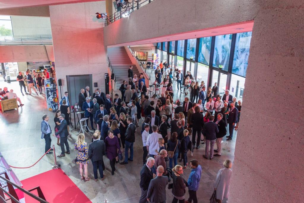 50 Jahre HFF München: Gefeiert wird auch im Foyer