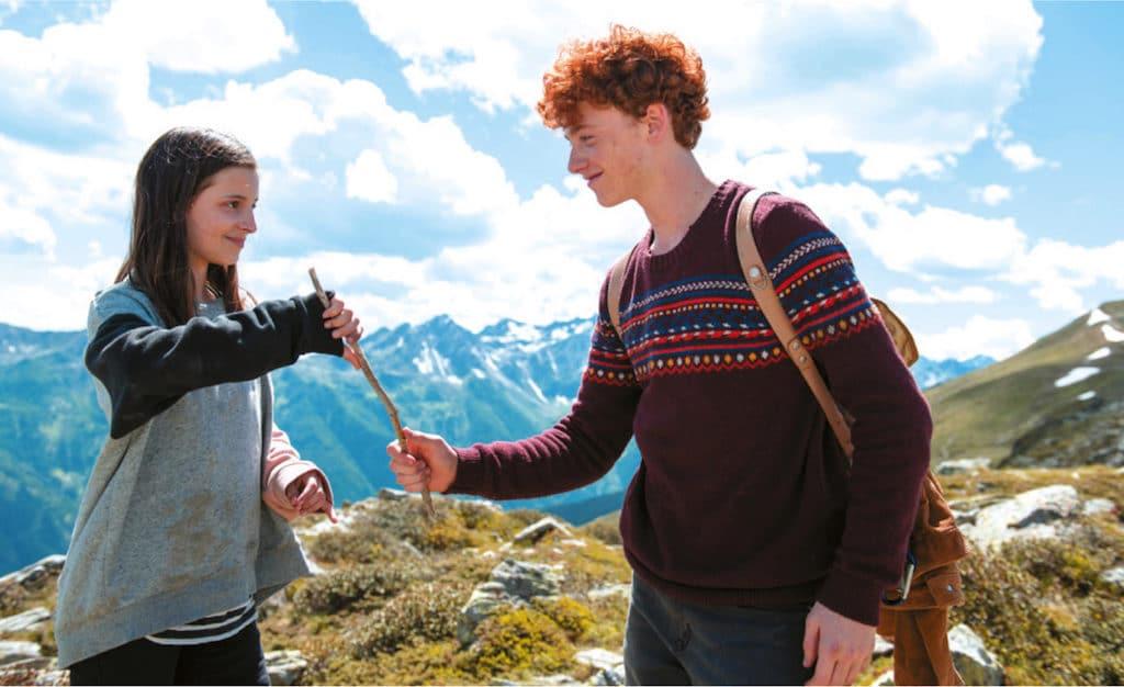Treffen sich am Berg: Amelie (Mia Kasalo) und Bart (Samuel Giradi).