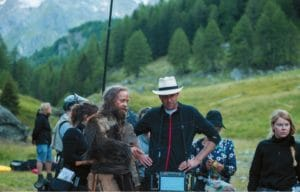 Felix Randau (rechts) bespricht mit Jürgen Vogel die Szene.
