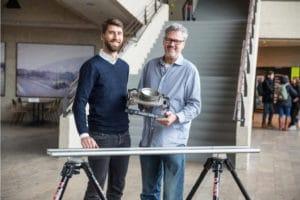 Movie Tech Mitatbeiter Felix Kastl (links) mit Tom Fährmann, Prof. der Abteilung VII – Kamera an der HFF
