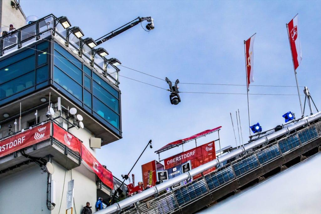 Die Highspeed Kamera liefert aus Obersdorf Bilder für die Zuschauer daheim.