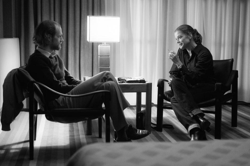 Im Interview mit Stern-Reporter Michael Jürgs (Robert Gwisdek) formuliert Romy Schneider die Themen ihres Lebens. Kiennast drehte die erste Interviewszene sehr starr, die zweite mit einer sehr bewegten Kamera.