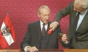 """Screenshot aus dem Gewinnerfilm """"Waldheims Walzer"""" von Ruth Beckermann"""