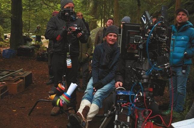 Matthias Fleischer und Crew überprüfen das Bild der Kran-Kamera am Monitor.