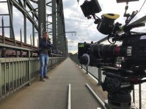 Hauptdarsteller Pierre Besson am Set auf der Südbrücke